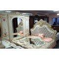 Белая мебель для спальни с декоративными цветами на фасадах Афина