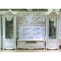 Белая стенка в гостиную с патиной Версаль