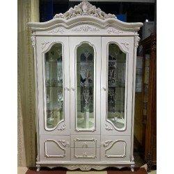 Трехдверная витрина в классическом стиле Версаль