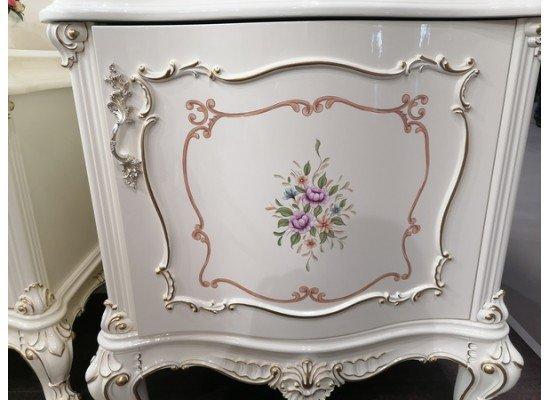 Белая стенка Версалес с шелкографией в гостиную в стиле барокко