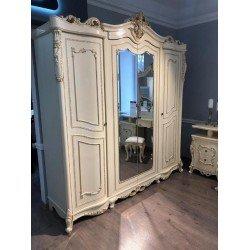 Четырехдверный шкаф с резной короной в стиле барокко Клеопатра