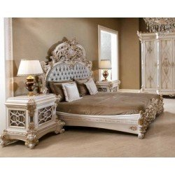 Большая кровать с высоким резным изголовьем Пера