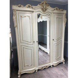 Трехдверный шкаф для одежды с зеркалом в стиле барокко Клеопатра